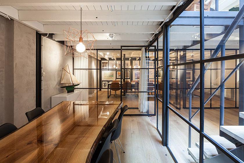 Architectenbureau Studio AA verbouwde een voormalig Amsterdams ketelhuis voor investeringsmaatschappij Nedvest - Grote vergaderruimtes