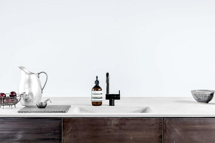 Interieur ontwerp bureau Reform vroeg drie architecten bureau's een IKEA keuken te hacken. Dit is de keuken door Norm Copenhagen.