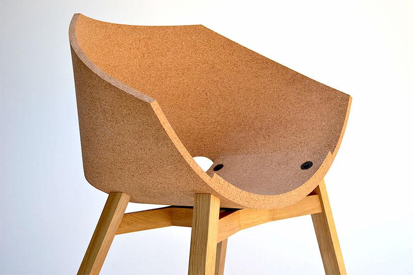 Corkigami stoel,gemaakt van kurk en hout door designer Carlos Ortega.