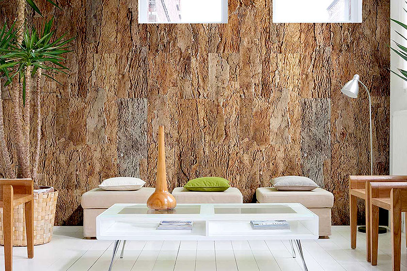 Kurk op de muur kan een bijzonder stijlvol resultaat opleveren. Zeker als het kurk ruwer en onbewerkter wordt gebruikt.