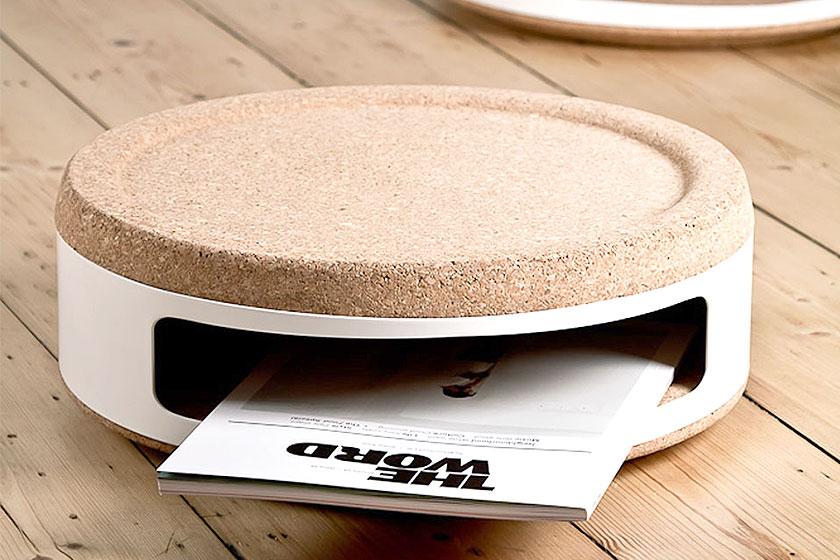 Kurk wordt vaak in meubels in combinatie met andere materialen gebruikt. Hier bijvoorbeeld in de vorm van bijzondere opslag.