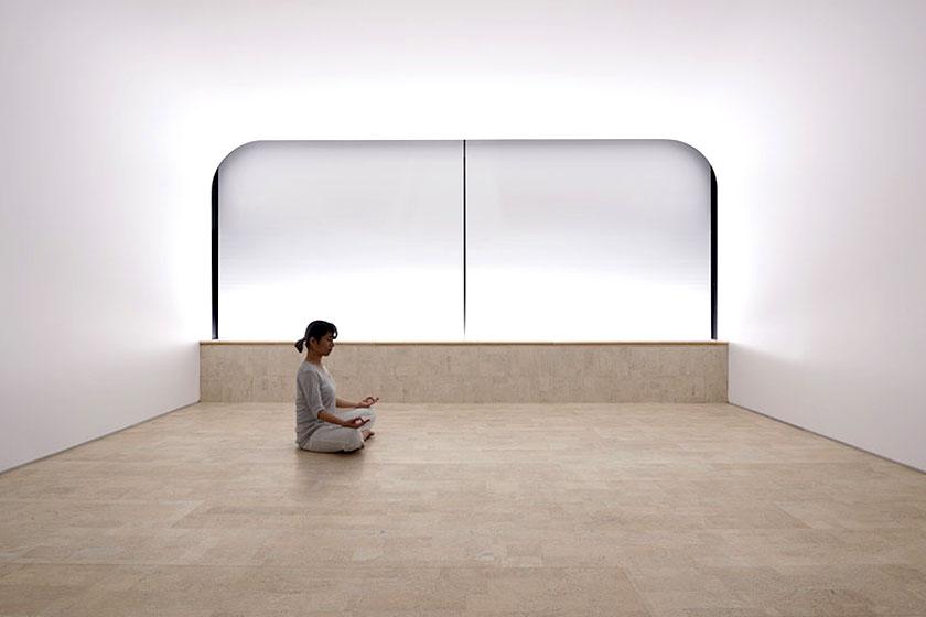 Hier is kurk gebruikt vanwege geluiddempende en warmte isolerende eigenschappen in een Yoga en meditatie-studio.