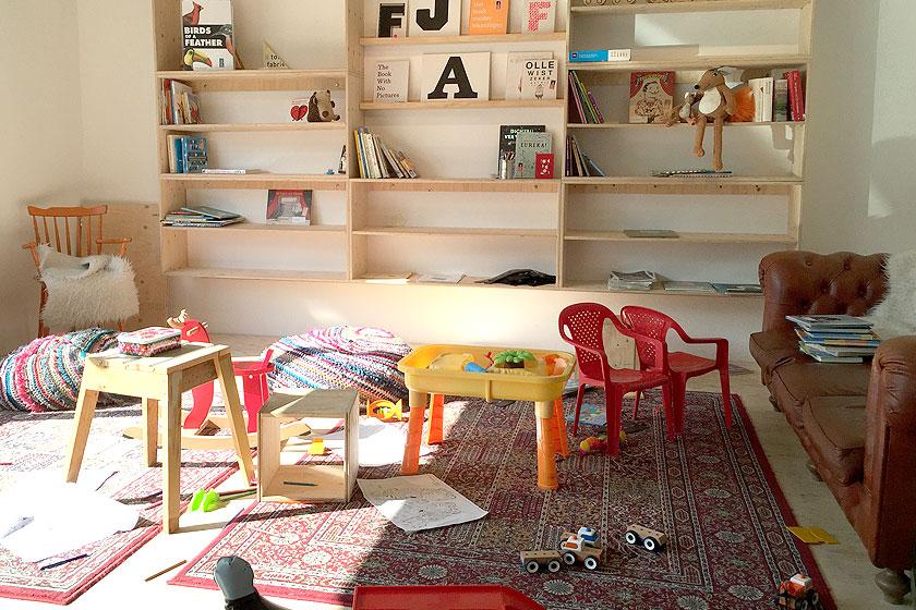 Kinderboekenwinkel en koffietent Ver van Hier in Rotterdam - nieuwe hotspot voor papa- en mamadag of het weekend voor een lekker koffie en leuke cadeau's en kaarten - Foto 5