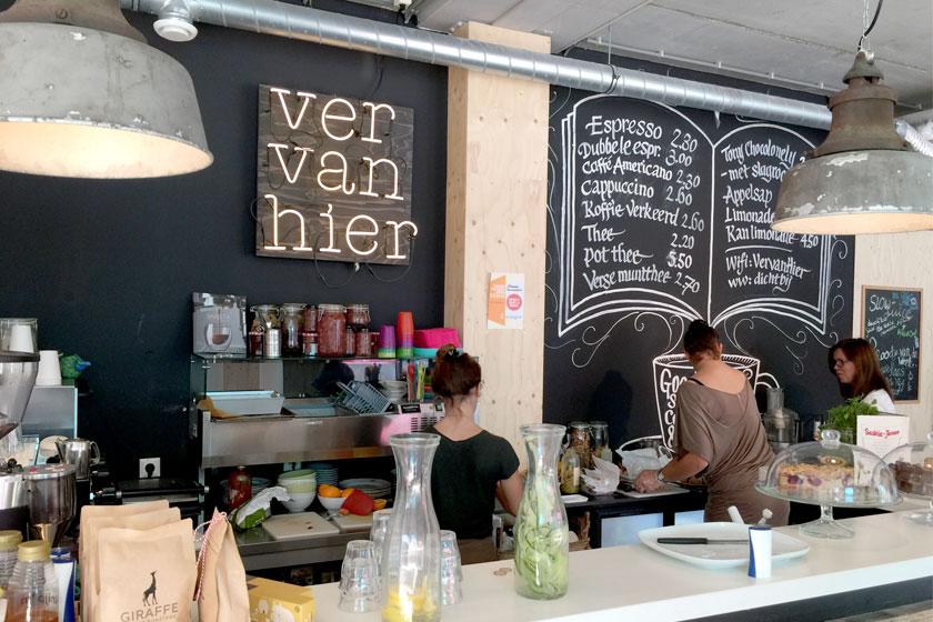 Kinderboekenwinkel en koffietent Ver van Hier in Rotterdam - nieuwe hotspot voor papa- en mamadag of het weekend voor een lekker koffie en leuke cadeau's en kaarten - Foto 8