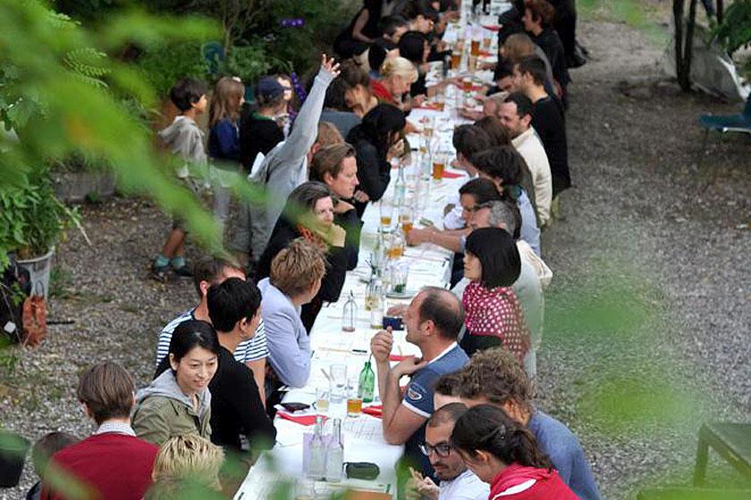 Must-visit: Prinzessinnengarten in Berlijn is een verplaatsbare biologische tuin met een koffietent, toiletten en een bar - Foto 1