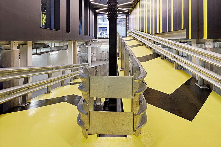Fietshelling in het Alphabeta kantoorgebouw in Londen herontworpen door Studio RHE voorziet in een fietshelling en diverse andere bijzondere architectuur oplossingen - op Stylingblog.nl