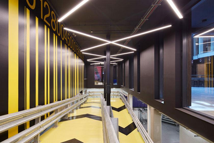 De fietshelling in het Alphabeta kantoorgebouw in Londen herontworpen door Studio RHE voorziet in een fietshelling en diverse andere bijzondere architectuur oplossingen - op Stylingblog.nl