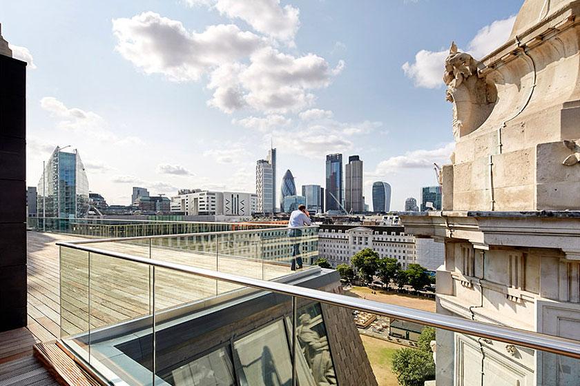 Nieuwe terrassen in het Alphabeta kantoorgebouw in Londen herontworpen door Studio RHE voorziet in een fietshelling en diverse andere bijzondere architectuur oplossingen - op Stylingblog.nl