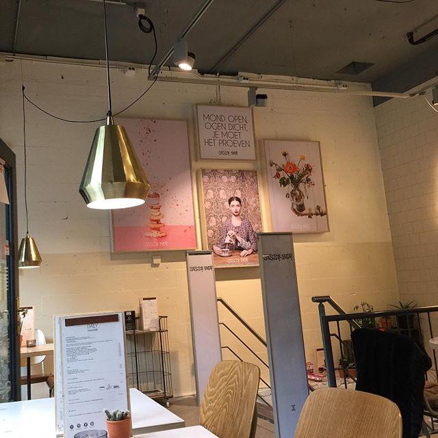 Nieuwe leuke plek: de 'Daily' in de Sissy Boy winkel in Den Haag. Met een ingang lekker verstopt op een binnenplaatsje, is het een mooi ingerichte en rustige oase in een zee van winkels. Aanrader, want ook het eten is super!  #sissyboy #lunch #Denhaag #zondag #shop #hotspot #interieur #interior