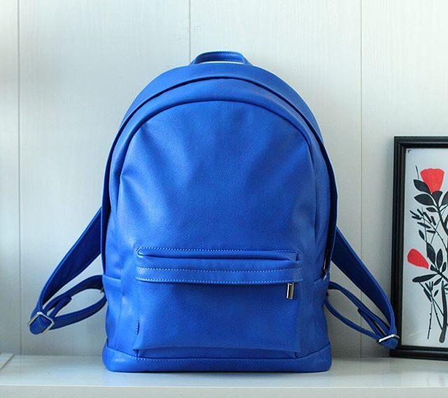 Яркие рюкзачки из экокожи ✨ внутри подкладка из хлопка и отдел для ноутбука 💙 еще больше расцветок в нашем магазине 🛍@k20.store и на нашем сайте lokiswear.ru 🙌 📷 @coordi_ru #k20store #lokis #lokisbackpack #backpack #blue #spring #saintpetersburg