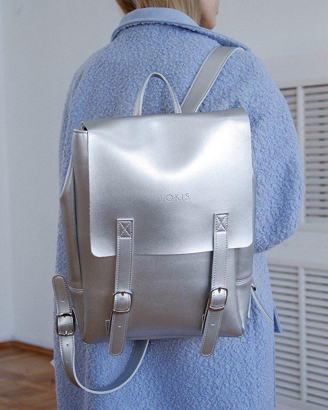 Рюкзак из экокожи серебряного цвета ✨для космических образов 🙌внутри подкладка из хлопка и отделение для документов и ноутбука 💻 очень плотный материал по плотности не уступающий натуральной коже ☺️ магнитные застёжки ❤️заказывайте на сайте lokiswear.ru и в нашем магазине💈 @k20.store 📷 @freedomstore_ru #lokis #lokiswear #lokisbackpack #backpack #rukzak #рюкзак #silver #metallic #leather #handmade #spb #moscow