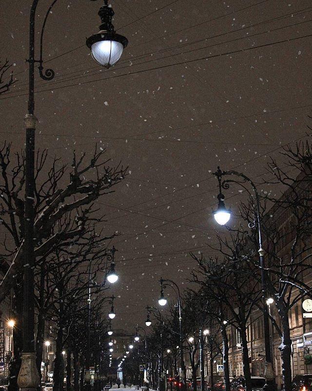 Прекрасные вечерние прогулки ✨ по снежному Петербургу ❄️ Благодарность за фото 📷 @alyona.elin #lokis #winter #saintpetersburg #wonderfulday #wonderfulplaces