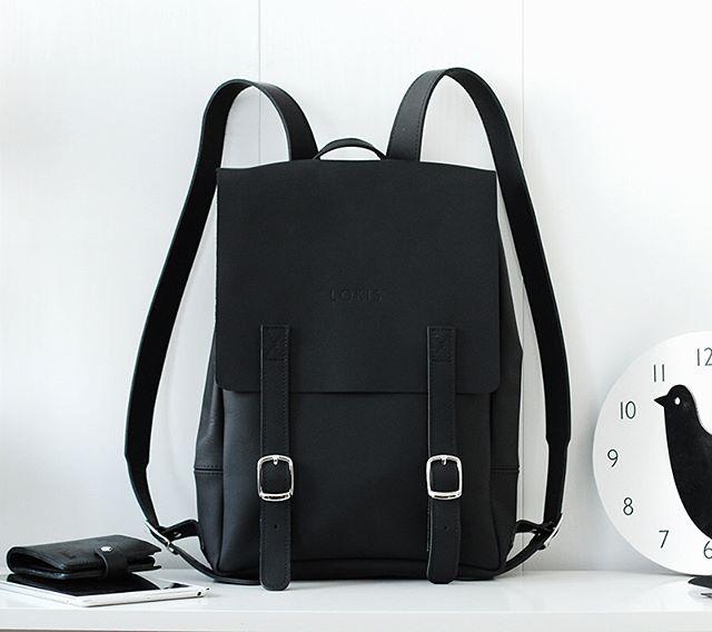 Рюкзак из матовой кожи чёрного цвета ❤️ очень необычный и красивый ✨ внутри отделение для ноутбука и документов 🔥 удобные магнитные застежки 🙌 доступен в нашем магазине 🛍 @k20.store на Коломенской 20 🙌 и заказывайте на сайте lokiswear.ru 📷 @coordi_ru #lokisbackpack #backpack #black #matt #handmade #leather #spb #moscow