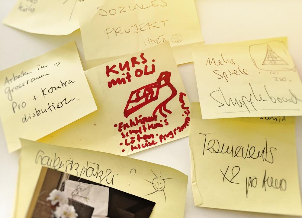 Einige eingeworfene Zettel aus dem Kultur Board Topf bei Apps with love.