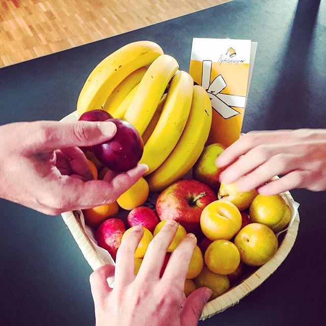Frische Leiferung von #Öpfelchasper - guter & gesunder Start in die Woche allerseits!  #weLike #bio #fresh #healthyfood #organic #office #snack for #appdevelopment #appswithlove #bern #switzerland