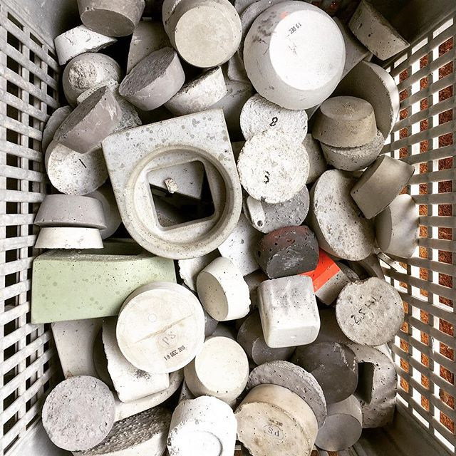 Sometimes you need to clean up those experiments, just to find some empty space on a shelf.. #studiops #throwingthingsaway #concrete
