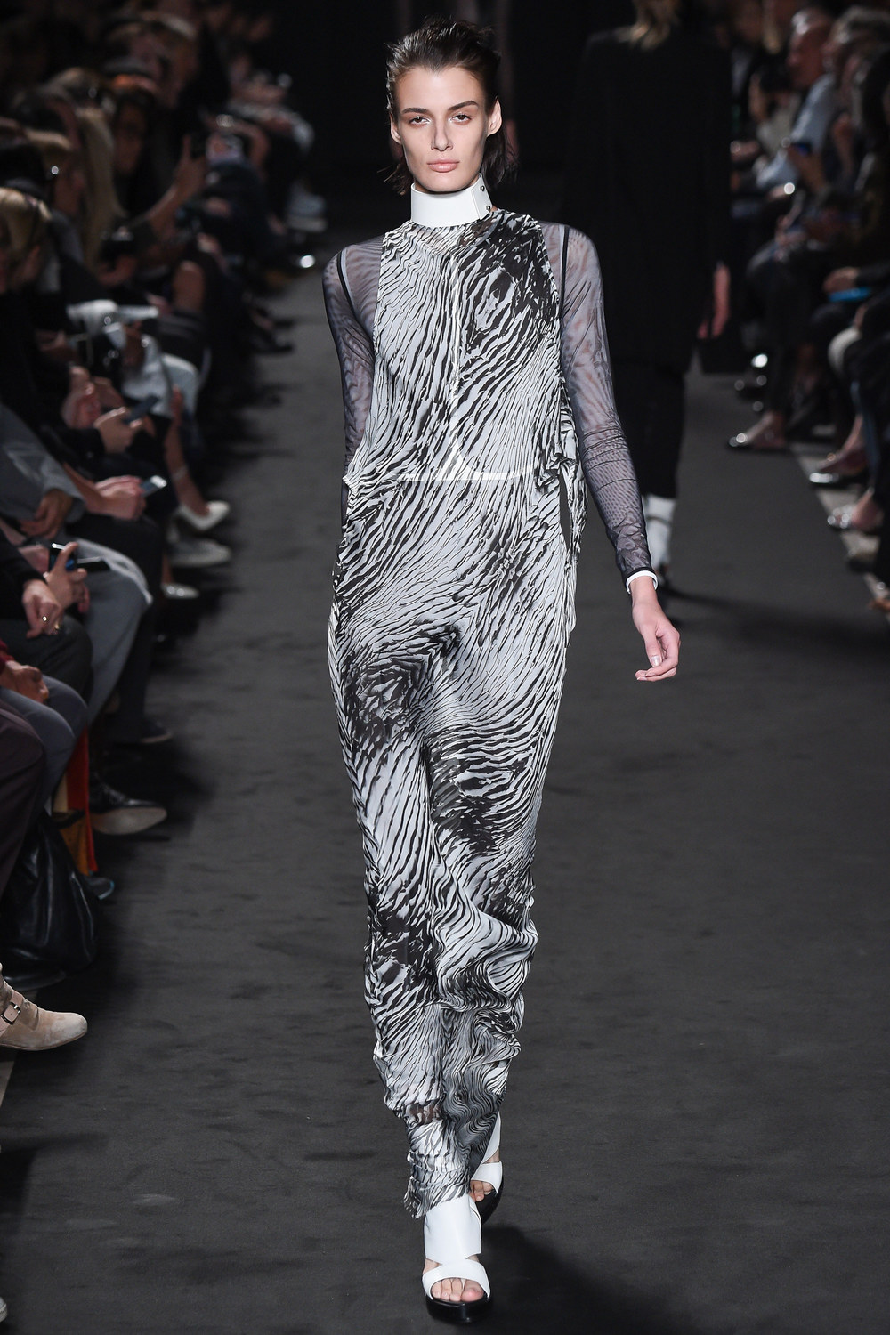 Ann Demeulemeester (women) Spring-Summer 2016 – Photo by Dan Lecca