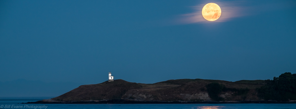 Cattle Point Light from Shark Reef on Lopez Island (10 August 2014) Fuji X-T1 + 55-200mm 1/5s @ f/8 iso 200