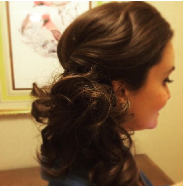 • UPDO • @fourseasons @rfeldmansalon . . . . #weddinghair #updo #bridesmaids #chicagobeauty #instahair #tbt #chicagosalon #weddingseason #hairstyles #brunettehair #sideponytail