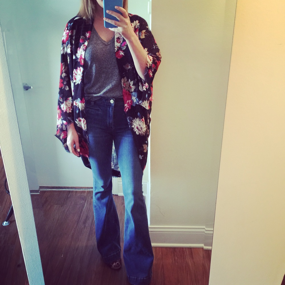 Kimono: Free People, T-shirt, Urban Outfitters, Jeans: Urban Outfitters,Dittos, Flare-High Rise