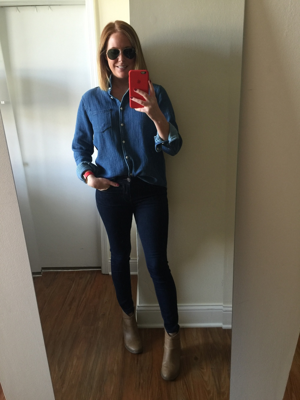 Top: Madewell, Jeans:  Solid Dark Mid Rise Jean Legging , Boots: Old Navy, Sunglasses: Ray Ban,  Aviator Classic