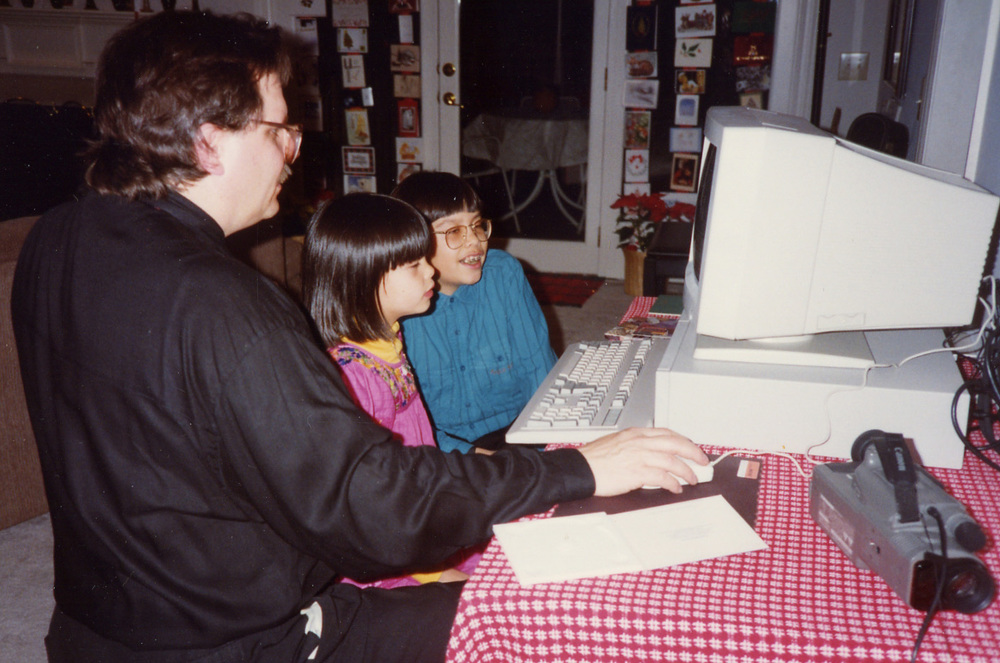 193 dad showing how to use computer at Xmas.jpg