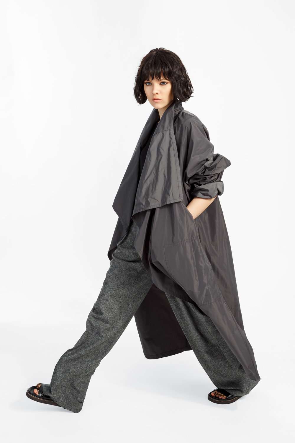 Spencer - ....A long, oversized trench coatShop ..Un trench long et surdimensionnéeMagasiner....