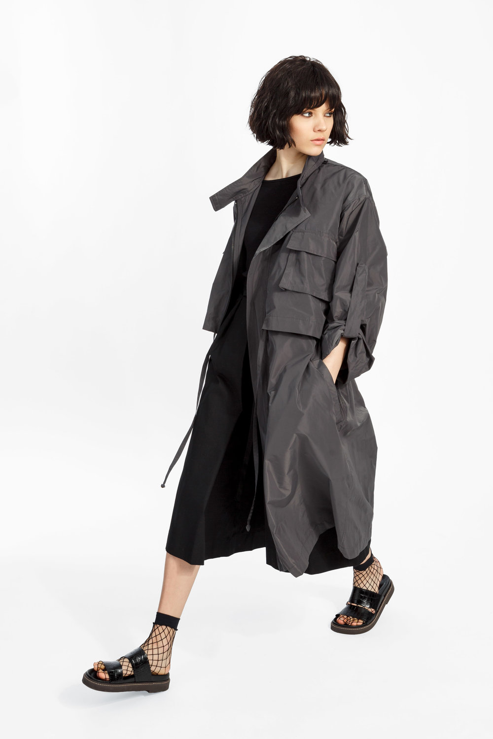 Aiden - ....Two-layered, full length trench coatShop ..Trench composé de deux couchesMagasiner....
