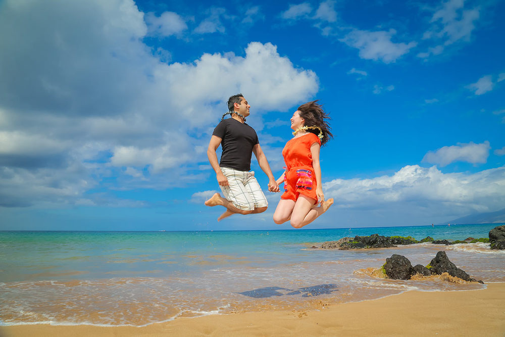 fun-couple-photography-Maui-Wailea.jpg