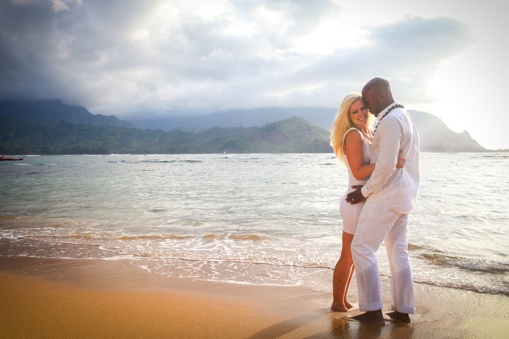 Couple beach photography Oahu