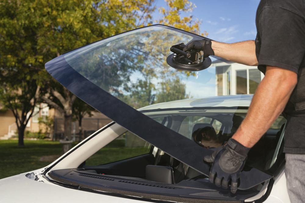 Mobile auto glass / windshield replacement / auto glass / Winnipeg glass / stone chip / mirror / emergency service