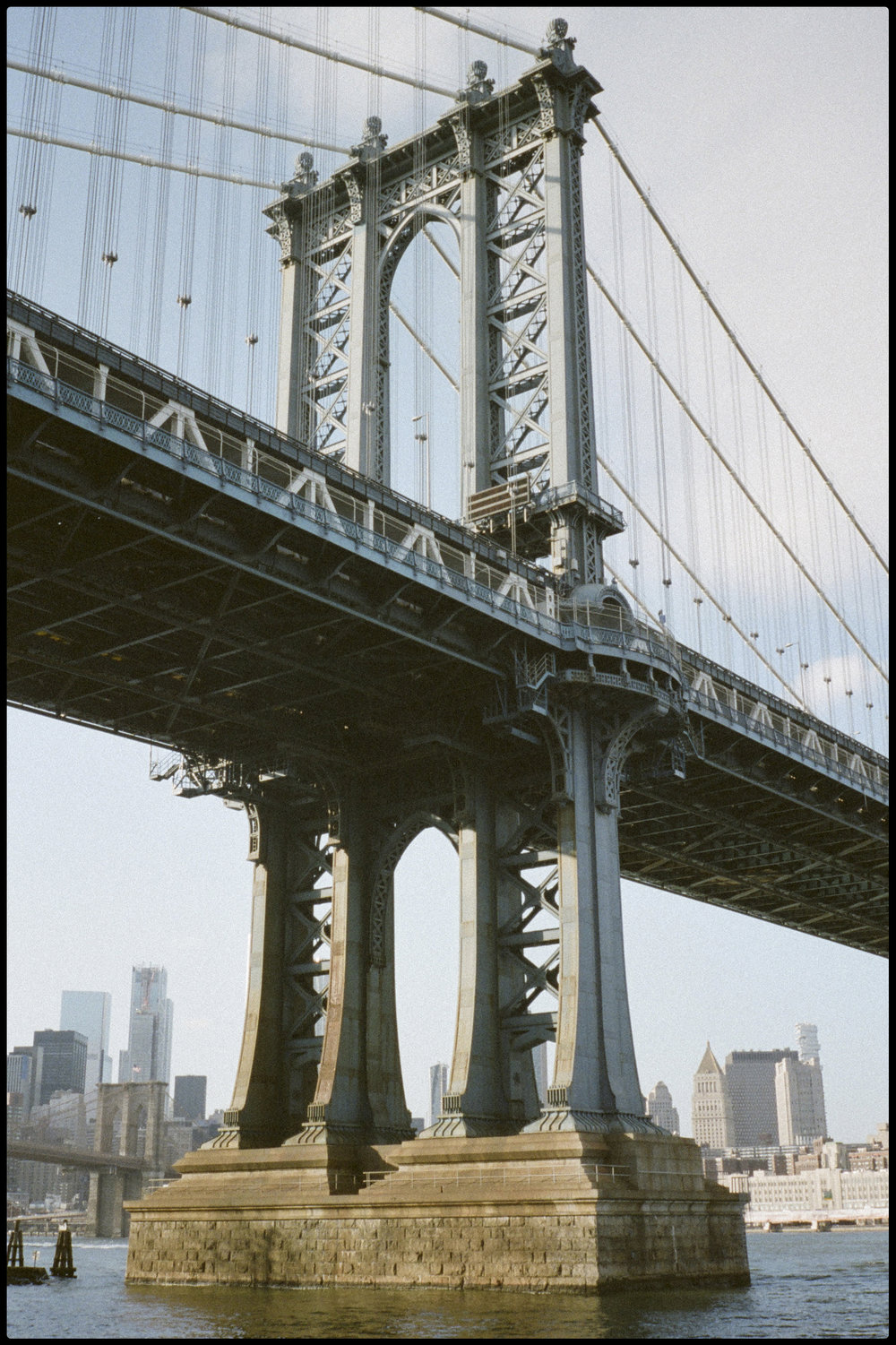 manhattanbridge_border.jpg