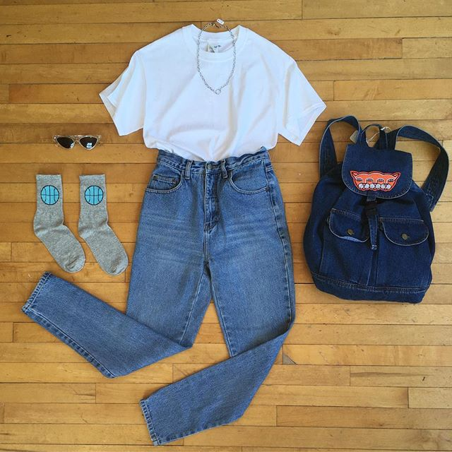 "A go-to classic ⚪️🏀🔵 . . . High waisted jeans W25"" Plain white tee size S $10 Denim backpack $32 Patch by @stayhomeclubofficial $9.50 Socks 7$ Shades $18 Stainless steel chain $16 . . . . #taketimevintage #ootd #UoGuelph #downtownguelph #stayhomeclub #hamont #toronto #basketballdiaries #bruce #springsteen #classic #vintage #vintagebackpack"