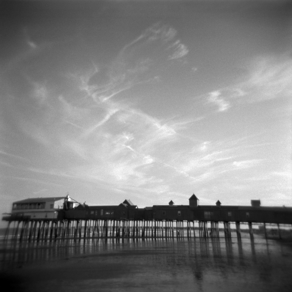 Square-the-pier-bw.jpg
