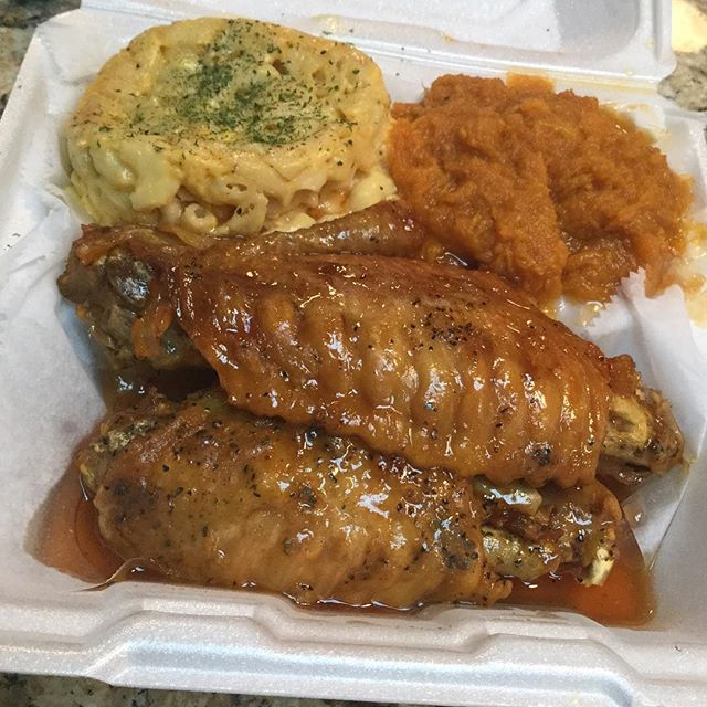 Turkey wings with Mac & yams @taste_of_flava #foodhubs  #ilovefood  #freshseafood  #NJFood  #BroadwayNJ  #foodbeast  #gurb  #foodporn  #grubhub  #newark  #BroadwayNJ  #africanfood  #northnewark  #NomNom  #soulfood  #goodeating  #goodfood  #tasteofflava  #seafood  #foodVSman #tasteofflava #chefCess🙌🏾 #goodeating #goodfood #foodaroundme #homeofcirocwing