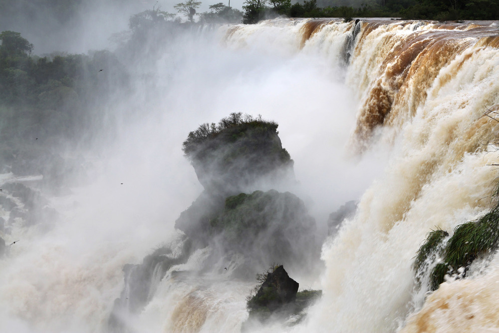 iguazu_monsoon_gm15.jpg