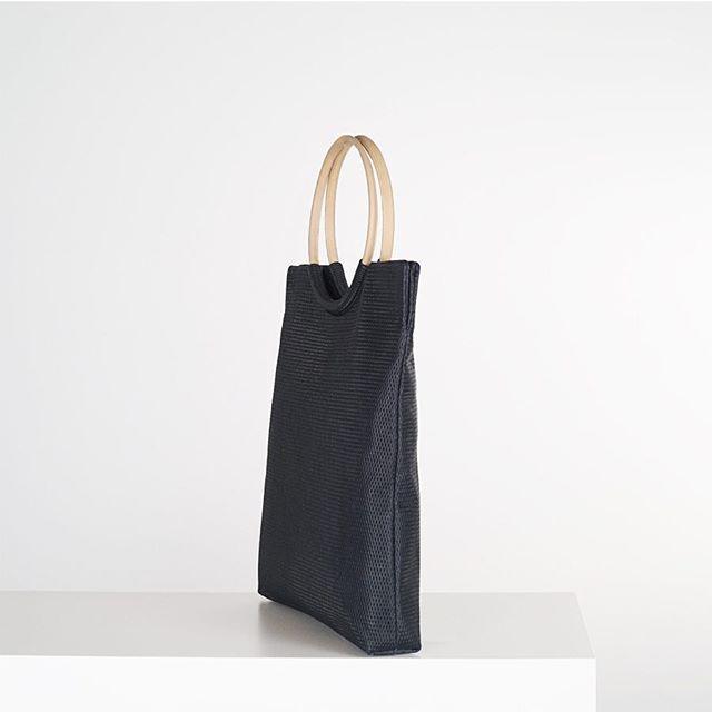 ARO/ Bolso de piel/ —————————————— @cyanbolsos  #madeinbarcelona #bags #designerbarcelona #leatherbags #springbags