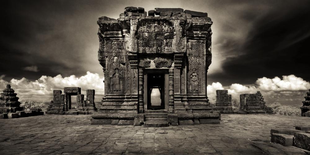 John-McDermott-Upper-Terrace-Phnom-Bakheng.JPG