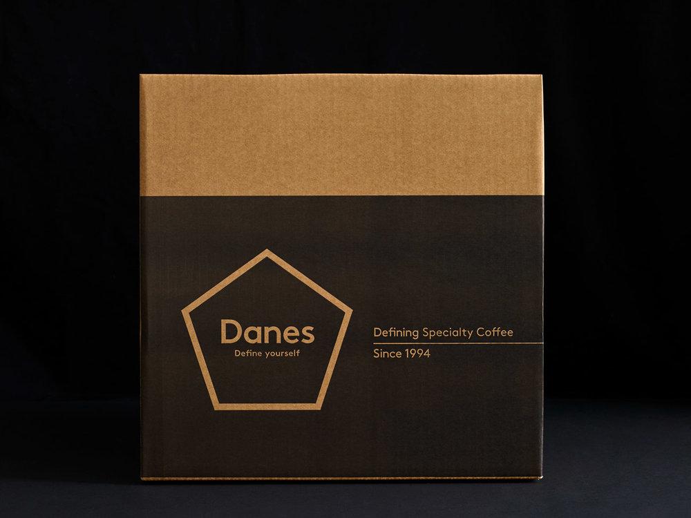 Danes_1kg_ShippingBox_02_FRNT.jpg