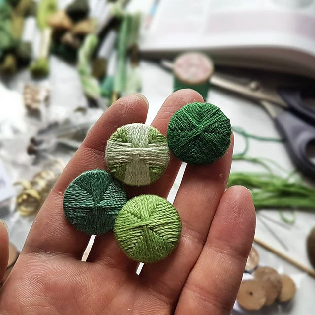 Practicing making Death's Head buttons. Thank you @ginabsilkworks for writing your awesome button book and selling such a great selection of moulds 😊. . . . . . #buttons #buttonmaking #deathshead #handmade #18thcentury #historicalcostuming #threadwrap #green