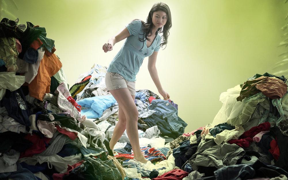 NYTT LIV: Kleda dine kan ha mange gode år etter at du har gått lei av dei. Leverer du klede og tekstilar til gjenbruk og resirkulering, så hjelper du andre menneske samtidig som du sparer miljøet for belastinga av å laga nye. Foto: Fretex