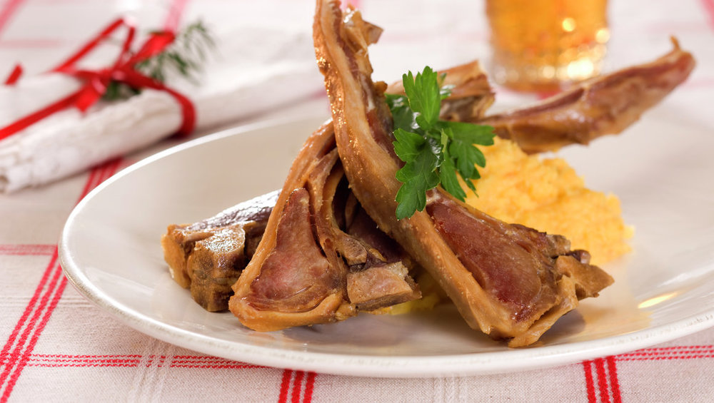 Restar av pinnekjøtt kan nyttast til fleire restemåltid. Sjå til dømes oppskrift på betasuppe under. Illustrasjonsfoto: matprat.no