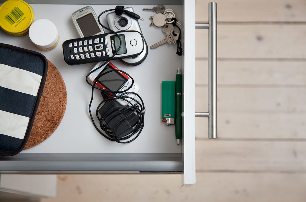 VERDIFULLT: Det er gunstig for miljøet at du gjenvinn øydelagt elektronikk du har liggande i skuffer og skap. Foto: Åsa Maria Mikkelsen.