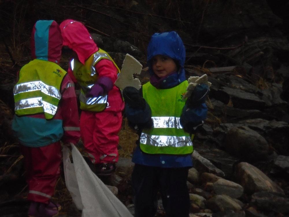 Dei fann mellom anna masse isopor i Pilavika.