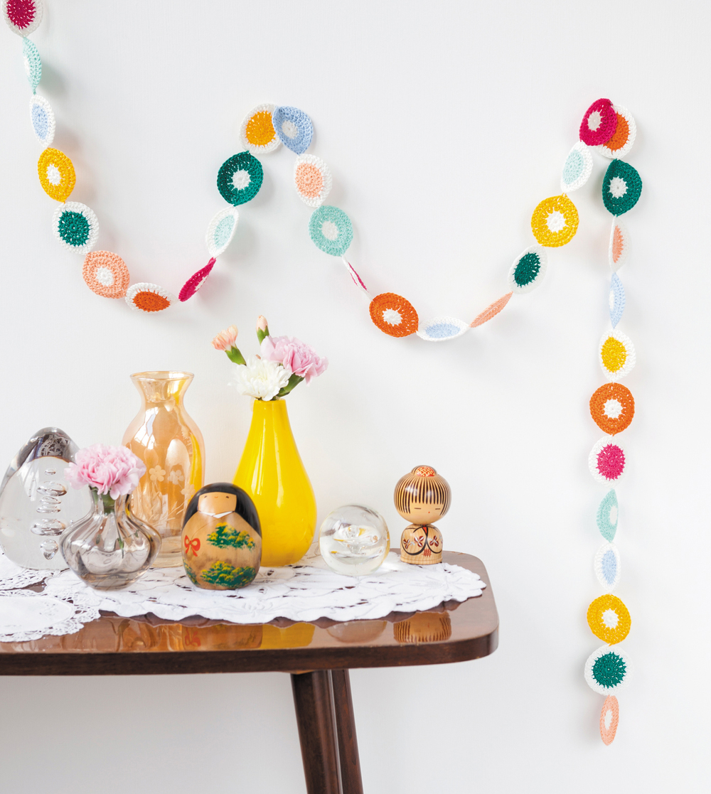 Polka Dot Streamer from Crochet Home by Emma Lamb | Crochet designs and styling by Emma Lamb / Photography by Jason M Jenkins