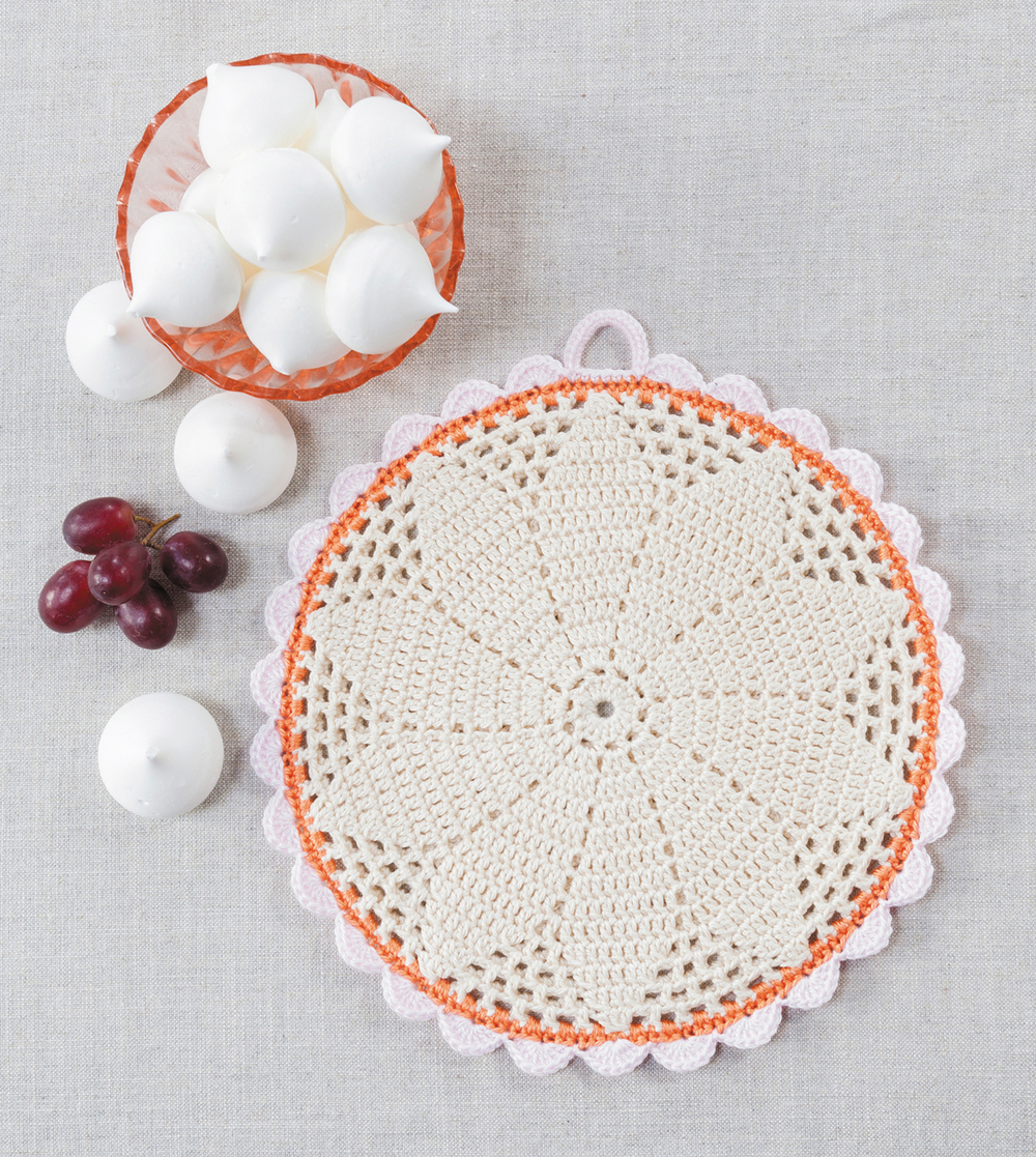 Filet Daisy Potholder from Crochet Home by Emma Lamb | Crochet designs and styling by Emma Lamb / Photography by Jason M Jenkins
