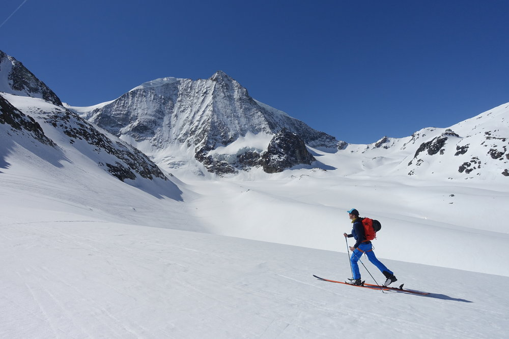 Skinning towards the 'Pas de Chèvres',