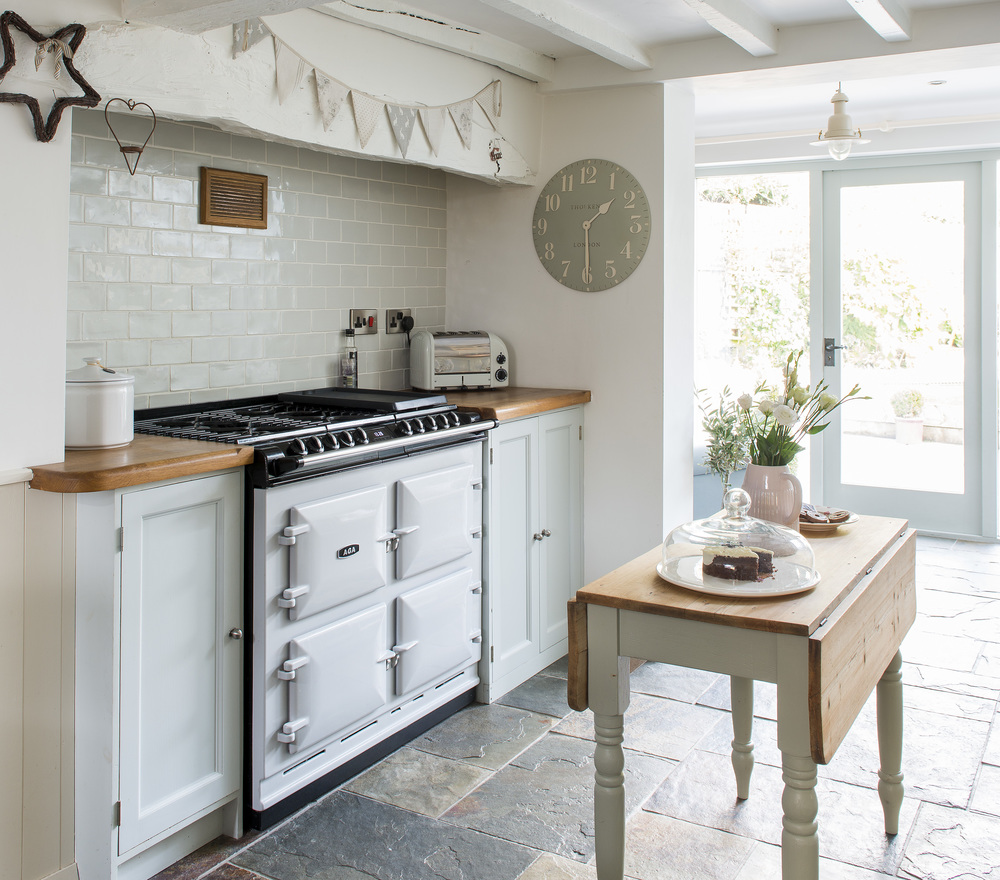 """When Nicky Keen, who owns a thriving interiors business, and I began chatting about placing her cosy Derbyshire cottage in one of the magazines I write for, she was thrilled."" - Janet McMeekin"