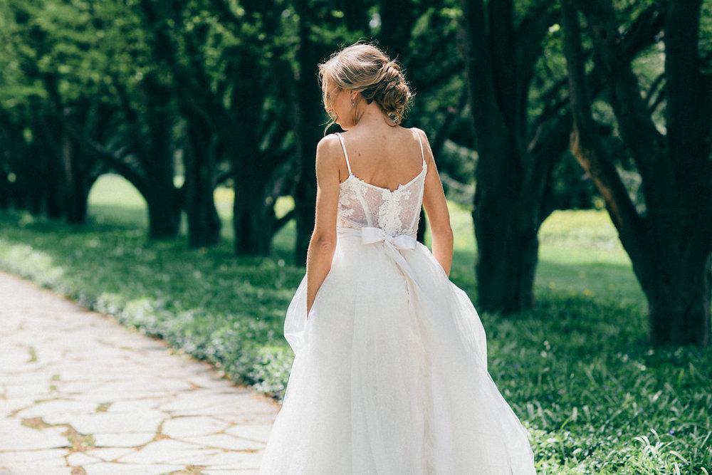 Elegant Niagara Garden Bride