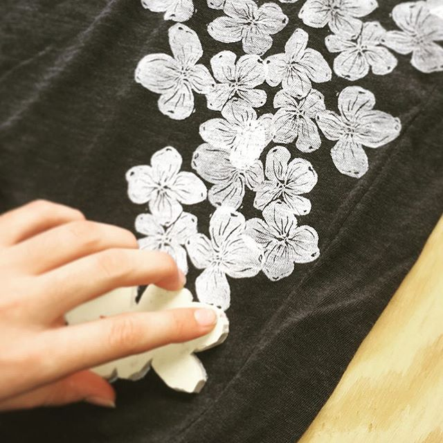 Learn how to decorate fabric and apparel at my Block Printing workshop this Saturday hosted @gathergoodsco  Tickets for sale. Link in bio. Spots are limited!